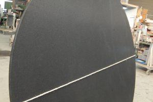 山西黒 最高の質感!レザー仕上げで大型円型テーブルが完成★